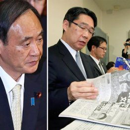 前川喜平・前文科省事務次官(右)と菅義偉官房長官