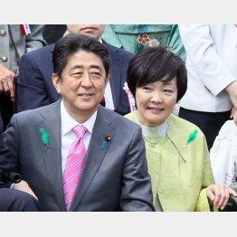 安倍首相と昭恵夫人(C)日刊ゲンダイ