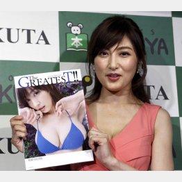 写真集「The GREATEST!!」出版記念取材会で(C)日刊ゲンダイ