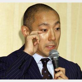 子供を育てながら妻・麻央を看病する海老蔵(C)日刊ゲンダイ
