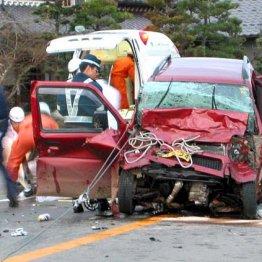 損保保険料下げの朗報 ぶつからない車でトラック追突激減
