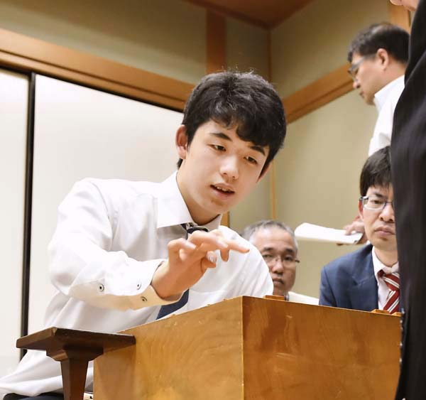 藤井聡太四段(C)共同通信社