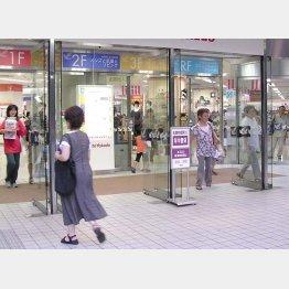 増え続ける自動ドア(C)日刊ゲンダイ