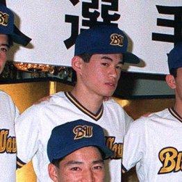 91年12月、入団会見に臨むイチロー(上)と田口
