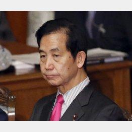 「日本の獣医学部の質は落ちている」と発言した山本大臣(C)日刊ゲンダイ