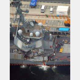 損傷した米海軍イージス艦フィッツジェラルド(C)共同通信社