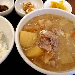 東大前にある豚汁一本の「吉田とん汁店」 濃厚で甘いスープに浸る