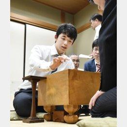 """""""藤井四段バブル""""はいつまで続く(C)共同通信社"""