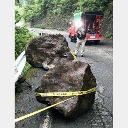長野県王滝村では巨大な岩が落下(C)共同通信社