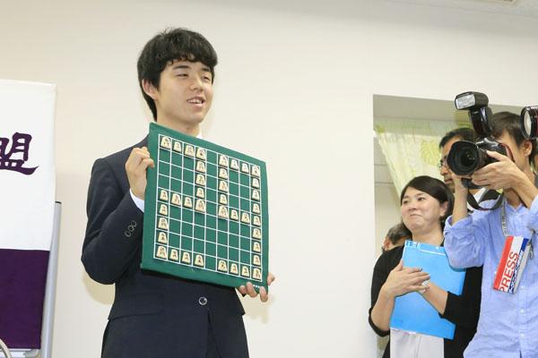 公式戦29連勝を達成した藤井聡太四段(C)日刊ゲンダイ