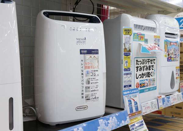 洗濯物の真下に置いて使えて効果的(C)日刊ゲンダイ