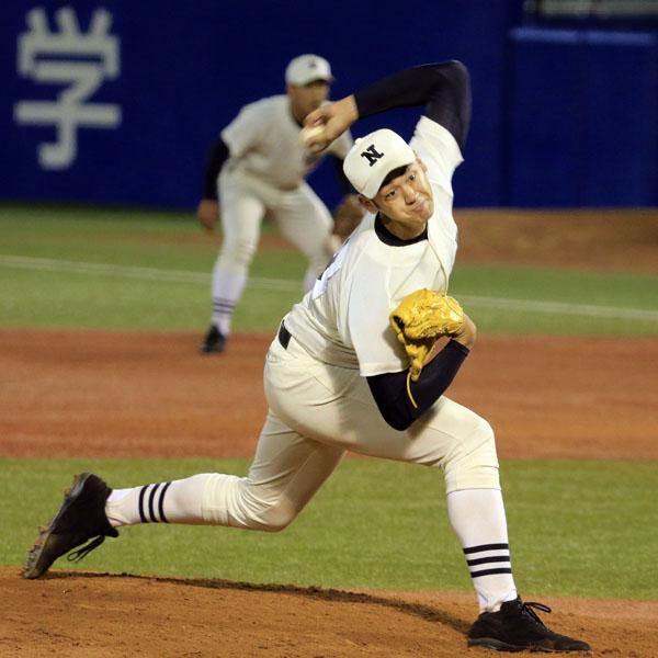 大型左腕として評価を上げている日大三の金成(C)日刊ゲンダイ