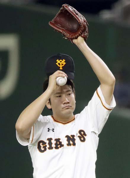 菅野は2安打で負け投手(C)日刊ゲンダイ