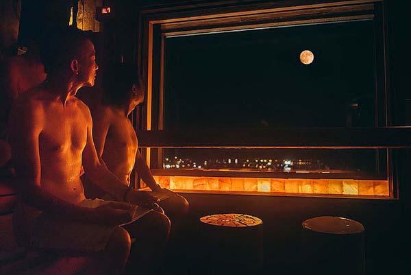 夜景を見ながら、ひと汗(スカイスパYOKOHAMA)(提供写真)