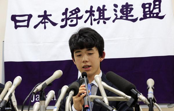 メディアの注目を浴びる藤井聡太四段(C)日刊ゲンダイ