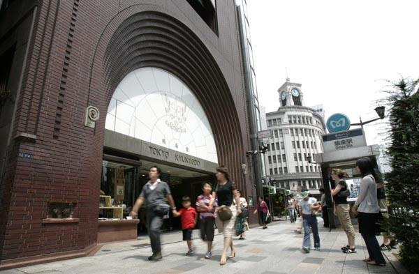 鳩居堂前は1平方メートルあたり4032万円(C)共同通信社