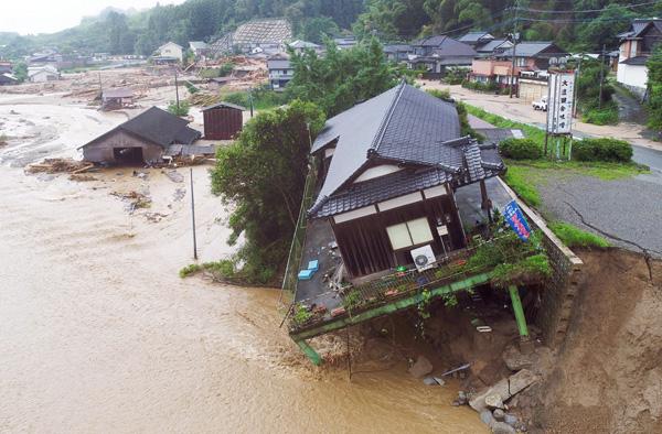 福岡県朝倉市は壊滅的被害を受けた(C)共同通信社