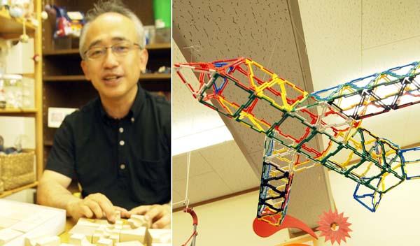 「キュボロ」の遊び方を教えてくれる藤田さん(左)とお手製のジオフィクス(C)日刊ゲンダイ