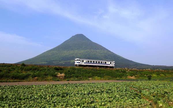 開聞岳(JR指宿枕崎線)/(提供写真)