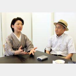 桂あやめさんと吉川潮氏(C)日刊ゲンダイ