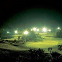真夏は炎天下を避けてナイターゴルフが増えている