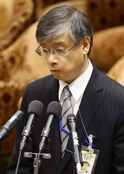 元上司の前川氏を前にオドオドした顔の常盤局長(C)日刊ゲンダイ