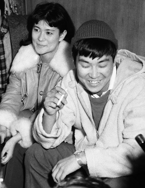 石原裕次郎とまき子夫人(北原三枝)/(C)共同通信社