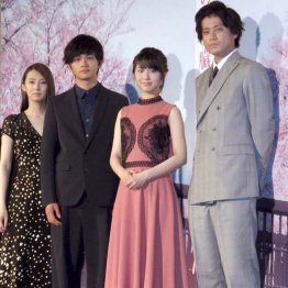 左から北川景子、北村匠海、浜辺美波、小栗旬の出演陣(提供写真)