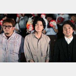左から福田雄一監督、小栗旬、ムロツヨシ(C)日刊ゲンダイ