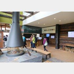 栂池自然園ビジターセンター(C)日刊ゲンダイ
