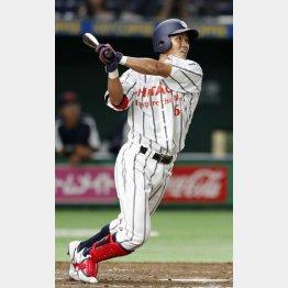 本塁打を放つ日立製作所・田中(C)共同通信社