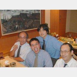 川崎時代の先輩たちと(提供写真)