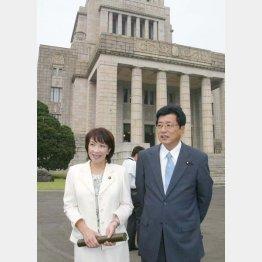 山本拓議員(右)とは14年目で離婚(C)日刊ゲンダイ