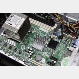 コンピューターの基盤は半導体だらけ(C)日刊ゲンダイ