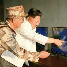 弾道ロケット試射を指導する金正恩委員長
