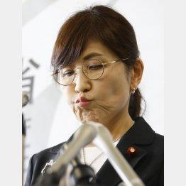 辞任会見でもこの表情(C)日刊ゲンダイ