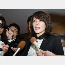 27日、不倫問題で反省を述べる今井絵理子参院議員(C)日刊ゲンダイ