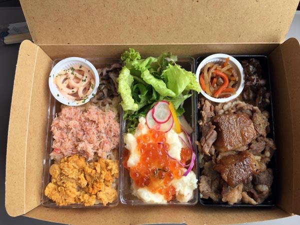 左から「ウニとかにBento」、「手づくりポテトサラダいくらがけ」、「肉敷き牛サイコロステーキBento」/(C)日刊ゲンダイ