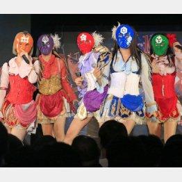 「アーマーガールズ」は五武将にちなんだ五色の仮面で登場(C)日刊ゲンダイ