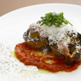 【長ナス、モッツァレラ、バジルのオーブン焼き】クルクルと丸めたグラタン