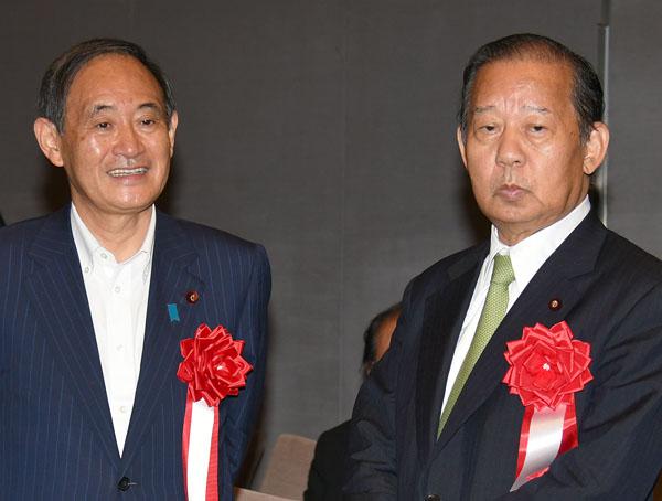 菅官房長官と二階幹事長は残ったまま(C)日刊ゲンダイ