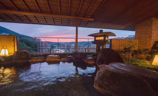 「ホテル若水」の温泉からの眺め(提供写真)