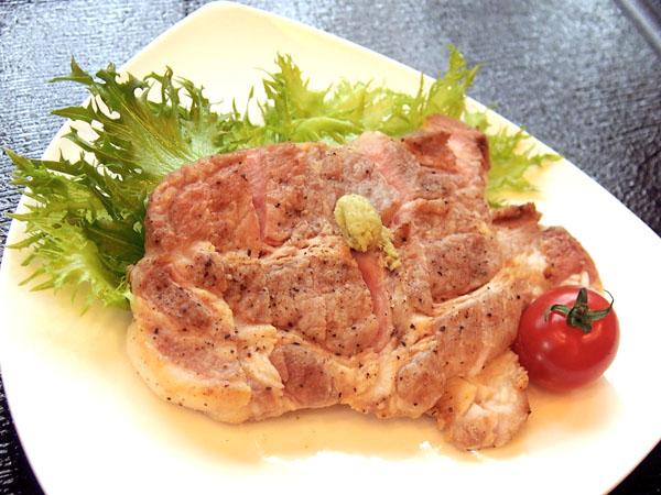料亭「浮月楼」別館のレストランで「浮殿」で提供されているTEA豚(C)日刊ゲンダイ