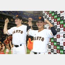 10勝目のマイコラス(左)と3打点の石川(C)日刊ゲンダイ