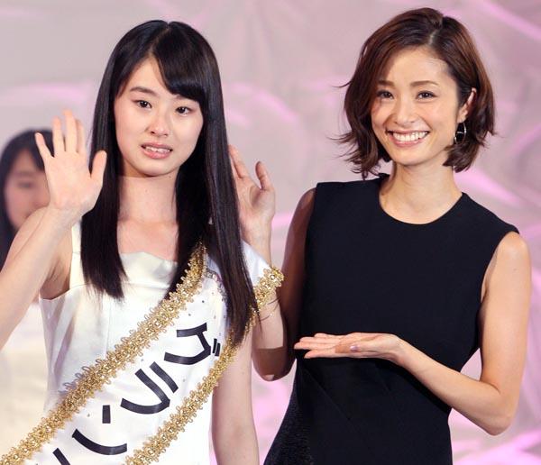 これからの活躍が期待される(右は上戸彩)/(C)日刊ゲンダイ