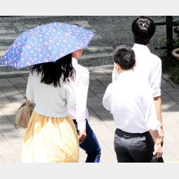 ただでさえ暑いというのに…(写真はイメージ)/(C)日刊ゲンダイ