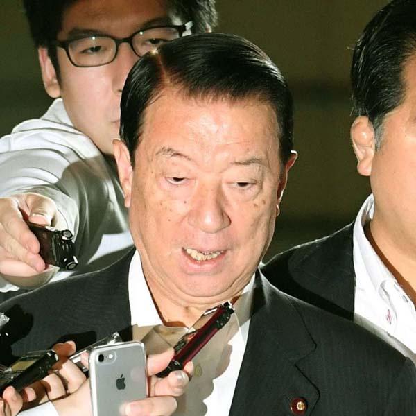 「役所の答弁書を朗読する」と発言した江崎鉄磨大臣(C)共同通信社