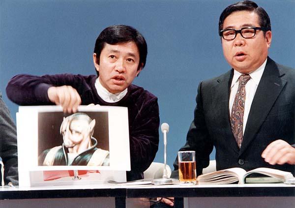 UFOで一世を風靡した矢追純一氏(左)/(C)日刊ゲンダイ