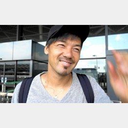 成田空港で吹っ切れた表情を見せた松井(C)Norio ROKUKAWA/Office La Strada