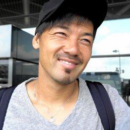 成田空港で吹っ切れた表情を見せた松井